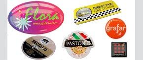 Selvklæbende stickers med 4-farvet tryk.